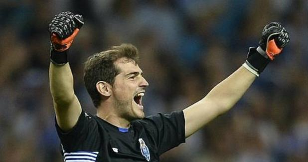 Casillas incendia Twitter